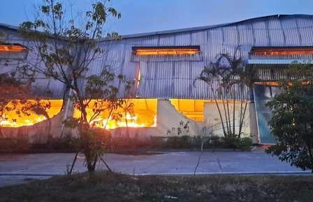 Cháy lớn tại nhà máy sản xuất bao bì ở khu công nghiệp Phú Bài