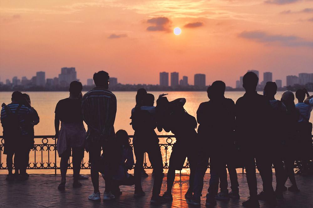 Giới trẻ săn ảnh mặt trời lặn giữa dịch Covid-19