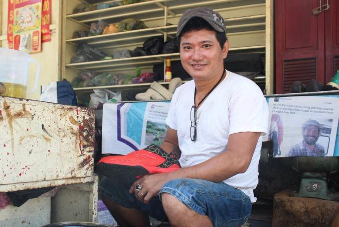 Người đàn ông 20 năm sửa giày miễn phí
