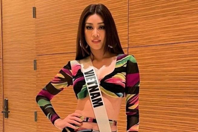 Khánh Vân diện trang phục hở eo tập luyện cho bán kết Miss Universe