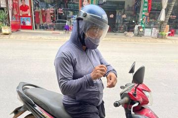 Người phụ nữ chở 30 kg gạo đến tặng khu cách ly