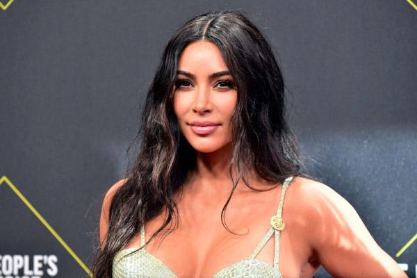 Kim Kardashian tìm bạn trai mới qua ứng dụng hẹn hò