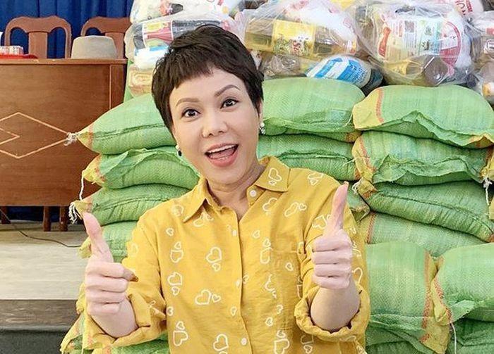 Việt Hương, Đan Trường góp chục tấn gạo hỗ trợ người dân TP.HCM