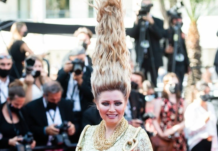 Sao nữ làm tóc cao gần một mét dự thảm đỏ LHP Cannes
