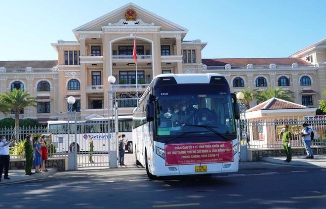 Huế cử 127 nhân viên y tế hỗ trợ TP.HCM chống dịch