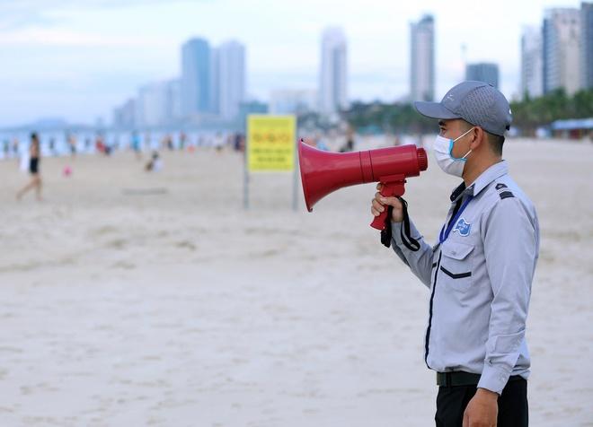 Đà Nẵng lại dừng tắm biển, dịch vụ cắt tóc từ 12h ngày 15/7