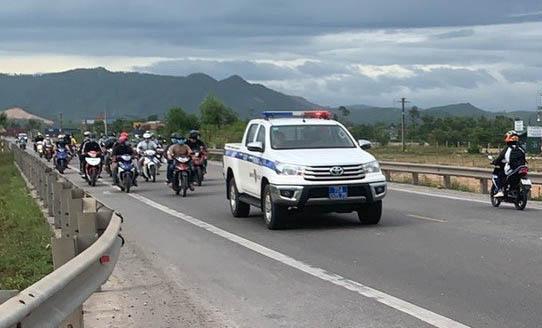 CSGT Đà Nẵng, Thừa Thiên - Huế dẫn đường cho người từ TP.HCM về quê