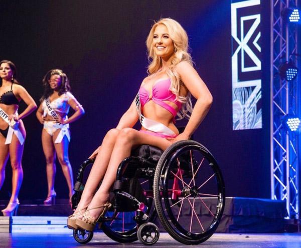 Cô gái Mỹ ngồi xe lăn giành giải á hậu