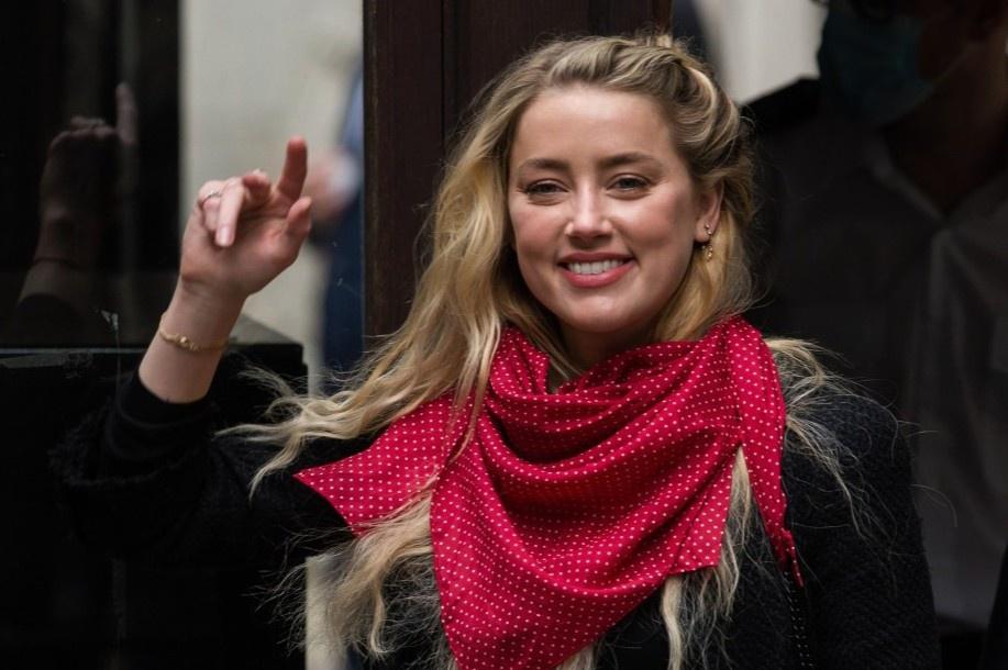 Amber Heard bị nghi ngờ chưa giải ngân tiền từ thiện
