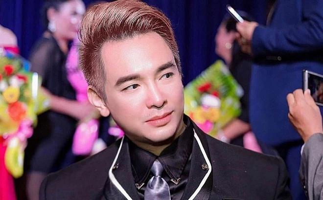 Sự nghiệp thăng trầm của ca sĩ Việt Quang