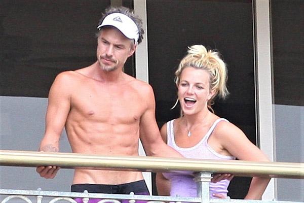 Britney Spears từng bí mật kết hôn