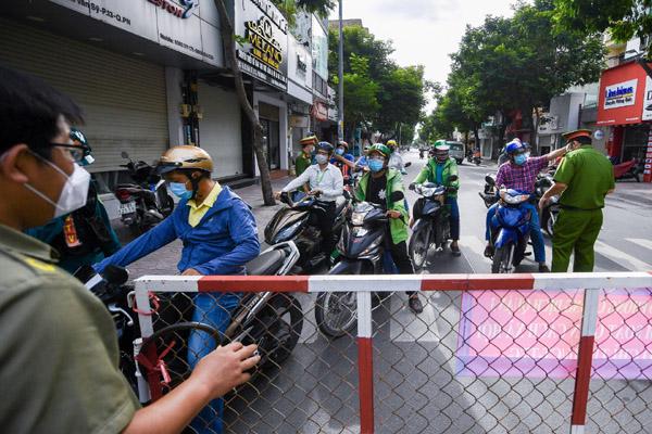 TP.HCM ban hành Chỉ thị 11 về tăng cường giãn cách xã hội