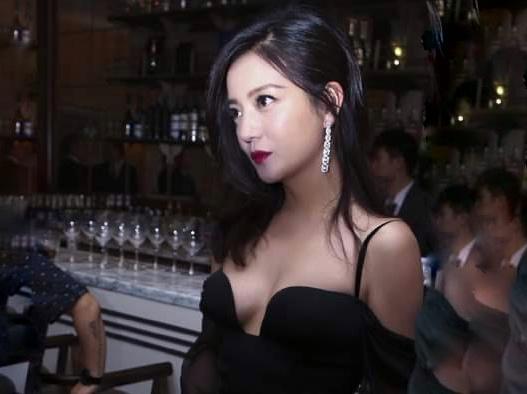 Triệu Vy bị xóa tên khỏi 'Hoàn Châu cách cách' và loạt phim kinh điển