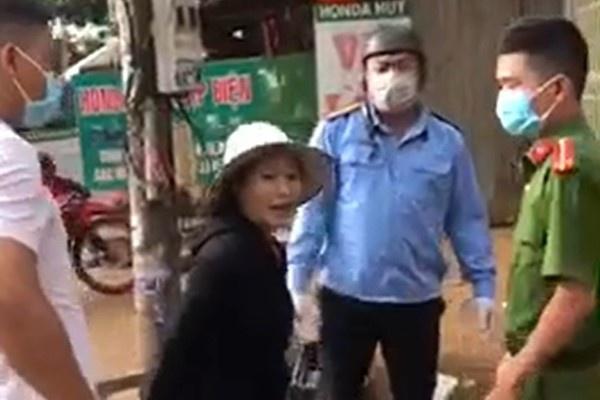 Người phụ nữ chống đối lực lượng chống dịch bị phạt 2 triệu