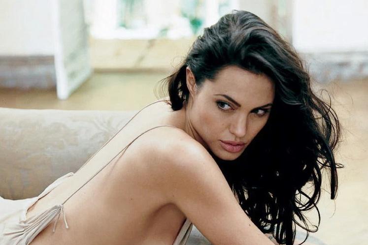 Thù lao quảng cáo của Angelina Jolie và dàn sao hạng A