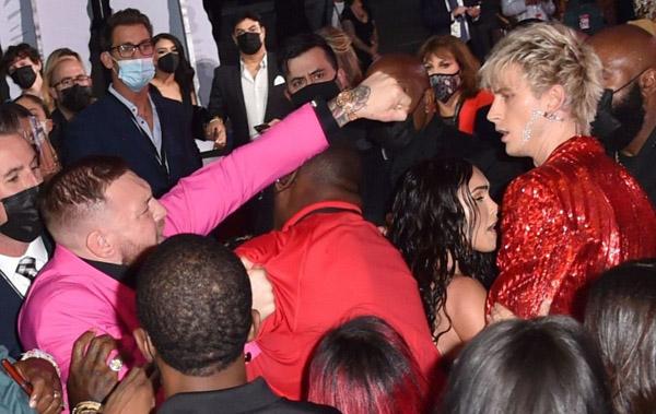 Conor McGregor và bạn trai Megan Fox đánh nhau trên thảm đỏ