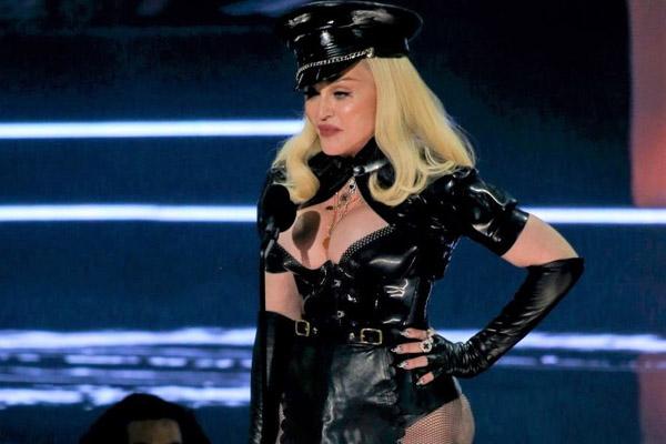 Madonna khuấy động sân khấu MTV VMAs 2021