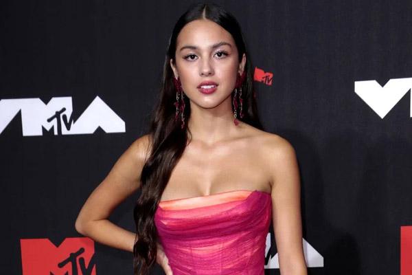 Ca sĩ 18 tuổi Olivia Rodrigo thắng lớn tại MTV VMAs 2021