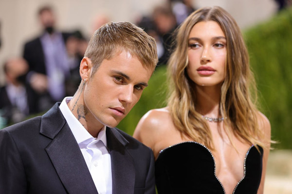 Hailey Bieber, Irina Shayk mặc gợi cảm trên thảm đỏ Met Gala 2021