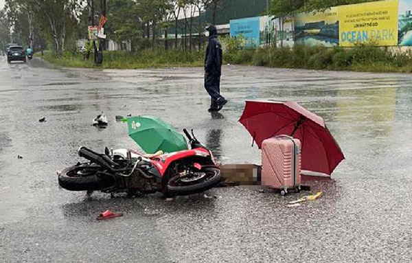 2 người đi đường ở Hà Nội bị sét đánh tử vong