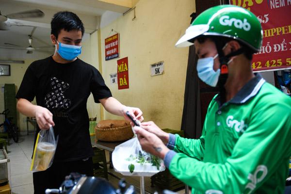 19 quận, huyện của Hà Nội được bán hàng mang về