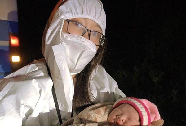 Sản phụ sinh con khi được đón về quê tránh dịch