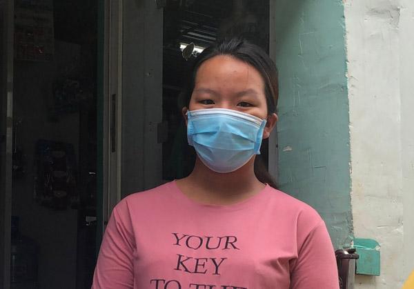 Sản phụ nghèo ở TP.HCM đi xin quần áo cho con sắp chào đời