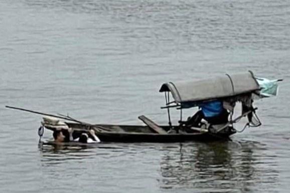 Thượng úy quân đội cứu cô gái bị đuối nước