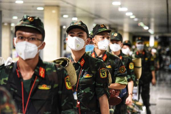 Thêm 4.000 lính quân y đến TP.HCM