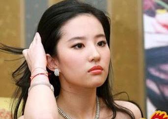 Nghệ sĩ ngồi yên giữa lúc showbiz Trung Quốc chao đảo