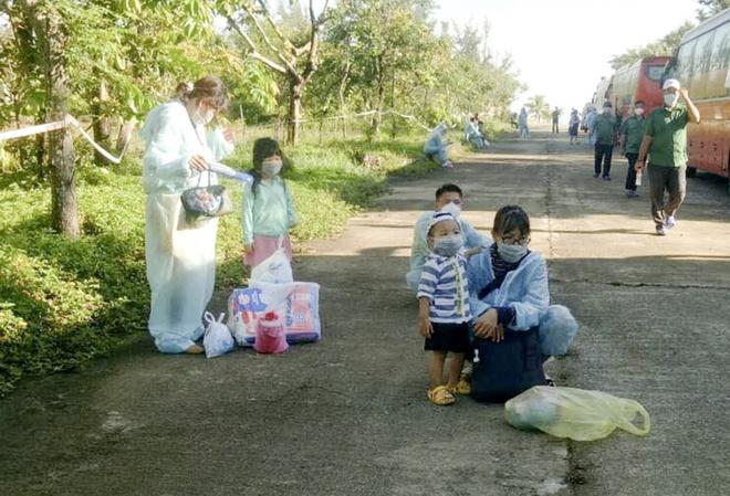 Quảng Ngãi đón 300 sản phụ và trẻ em về quê