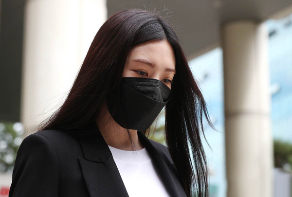 Nữ ca sĩ Lizzy đối mặt với bản án một năm tù