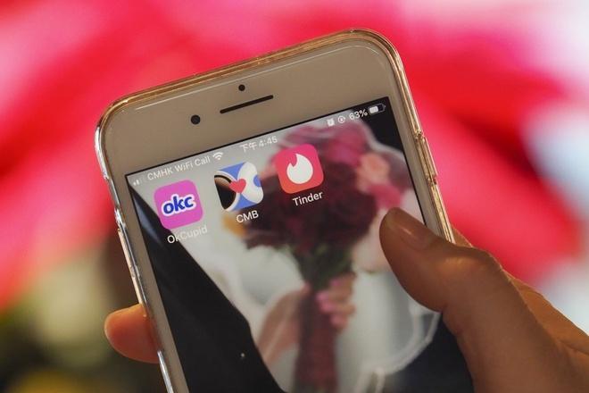 Người già ở Mỹ bị lừa tình từ Facebook đến Tinder