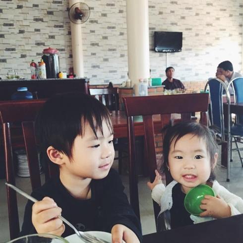 Hai con Lý Hải ra tận phim trường thăm bố