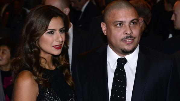 Ronaldo hủy đám cưới với nữ DJ nóng bỏng