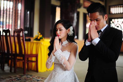 Tâm Tít và chú rể Ngọc Thành hôn nhau say đắm trong lễ cưới