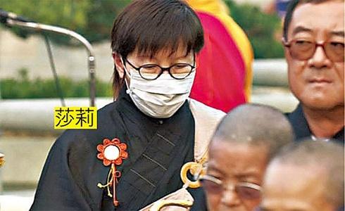 Ca sĩ Hong Kong bồ bịch và có con rơi, vợ đau khổ bỏ đi tu