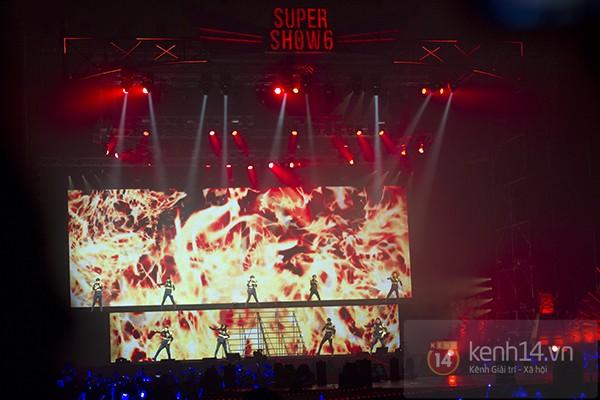 """SuJu cùng hàng nghìn fan khẳng định """"tình bạn vĩnh cửu"""" tại Super Show 6"""