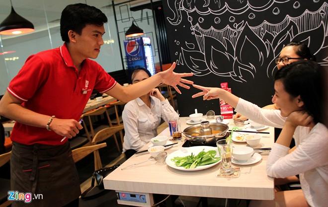 Giảm 30% giá thức ăn bằng cách oẳn tù tì ở Sài Gòn